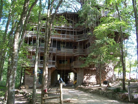 To see: World's Biggest Tree House